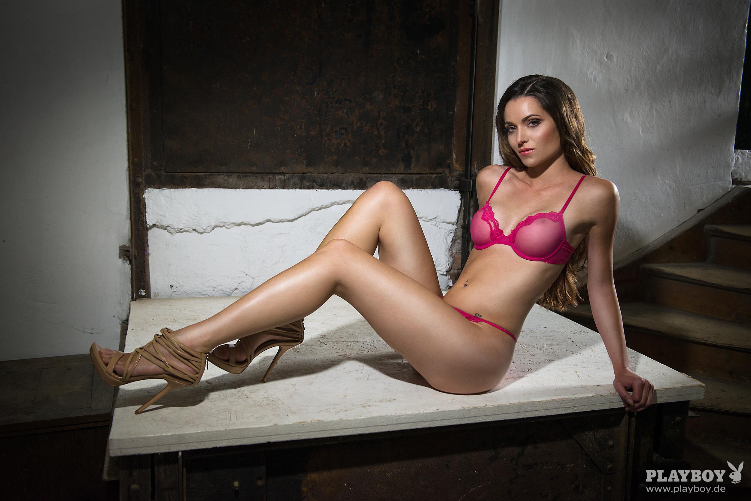 Hardt sarah nackt helen 60 Sexy