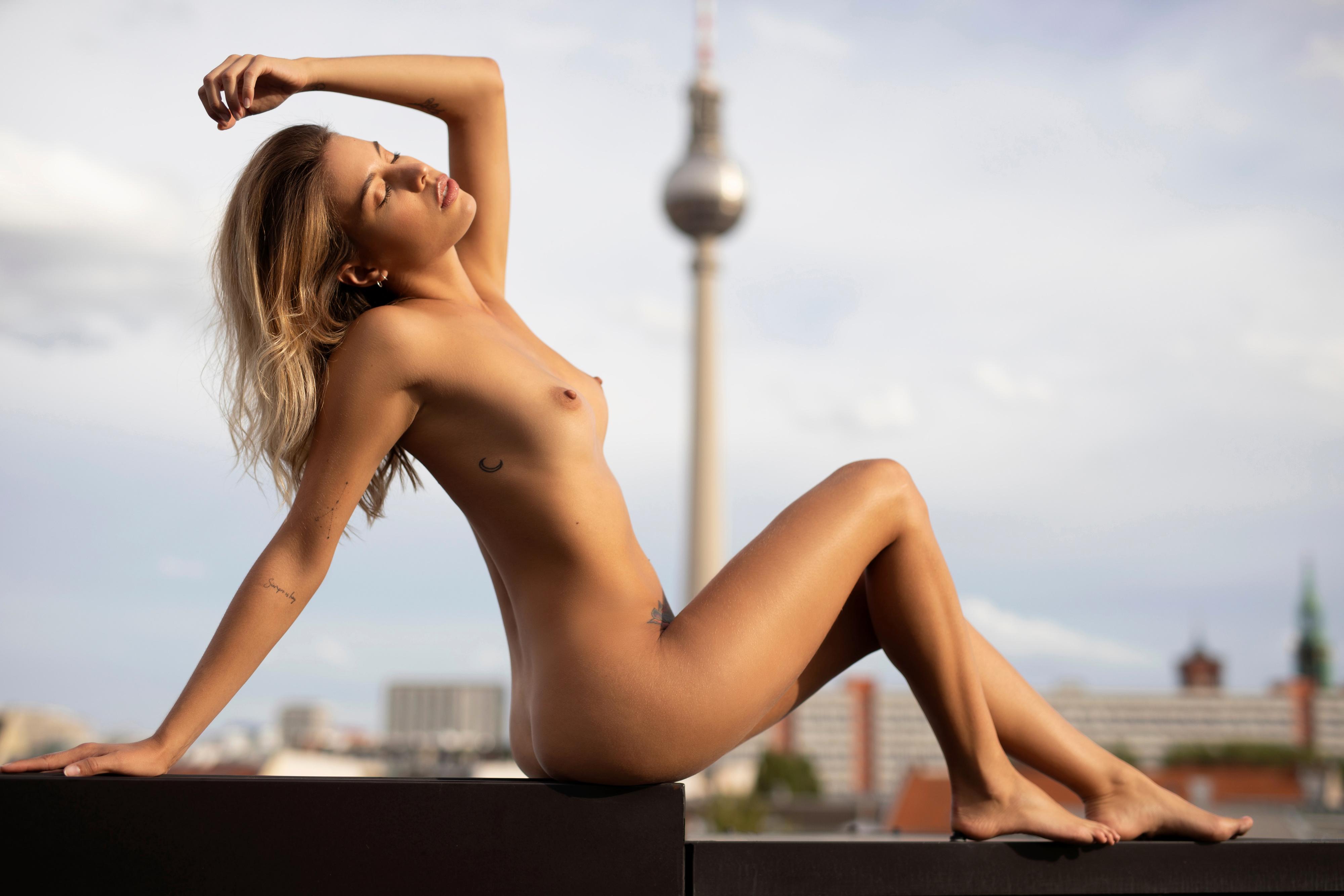 Melanie de Toni  nackt